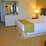 Accessible Queen Bed & Room Amenities